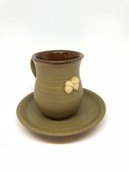 Keramický hrneček s talířkem